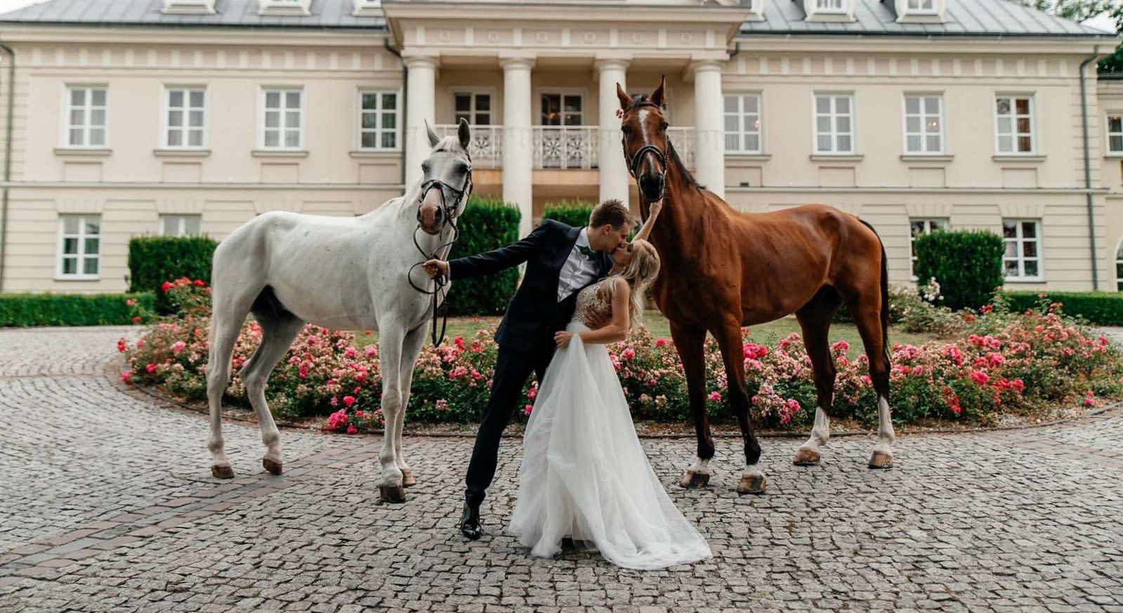 Sesja ślubna z końmi pod Krakowem, Asia i Michał.